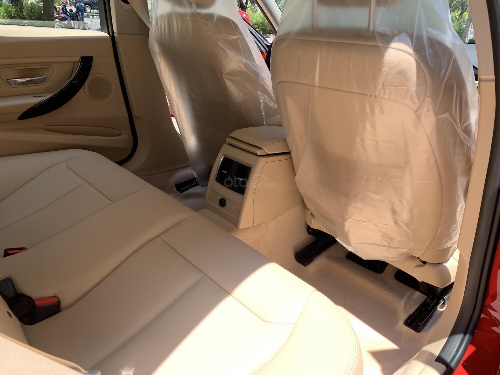 Đánh giá xe BMW 320i 2019 về thiết kế ghế ngồi.