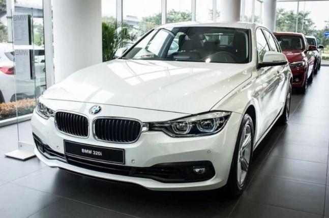Đánh giá xe BMW 320i 2019 về động cơ.