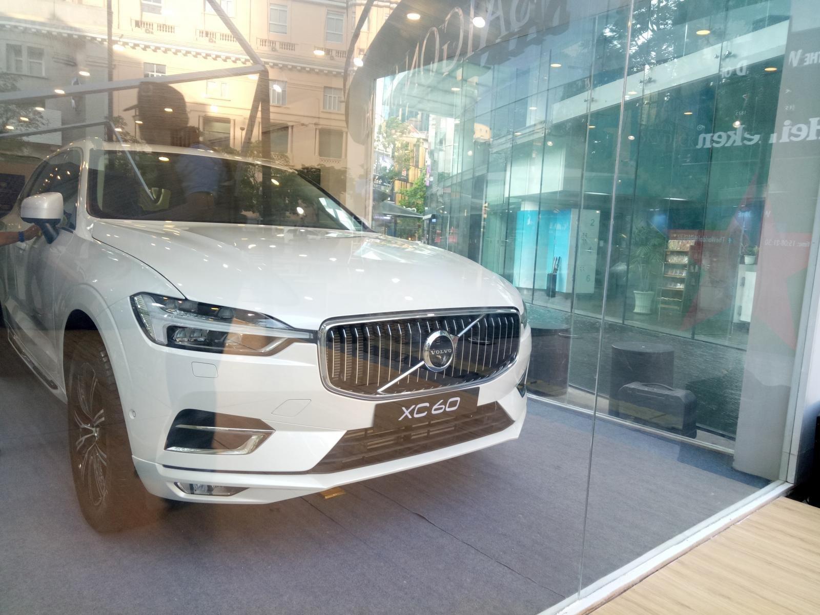 Giá lăn bánh xe Volvo XC60 2019 mới nhất.