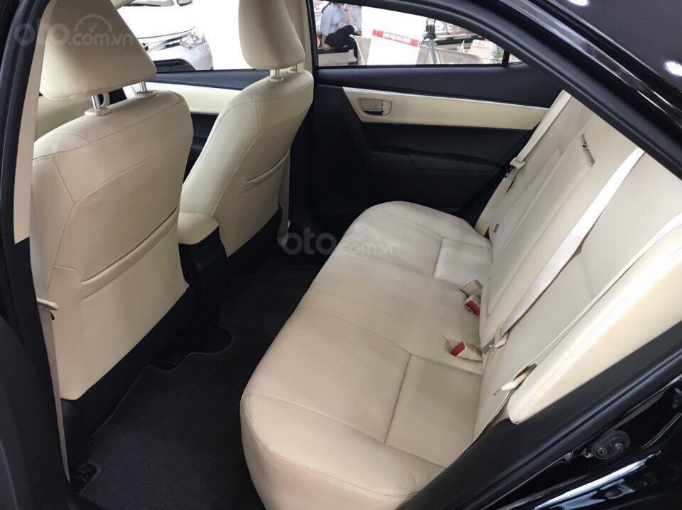 Đánh giá xe Toyota Corolla Altis 2019: Thiết kế hàng ghế sau 1