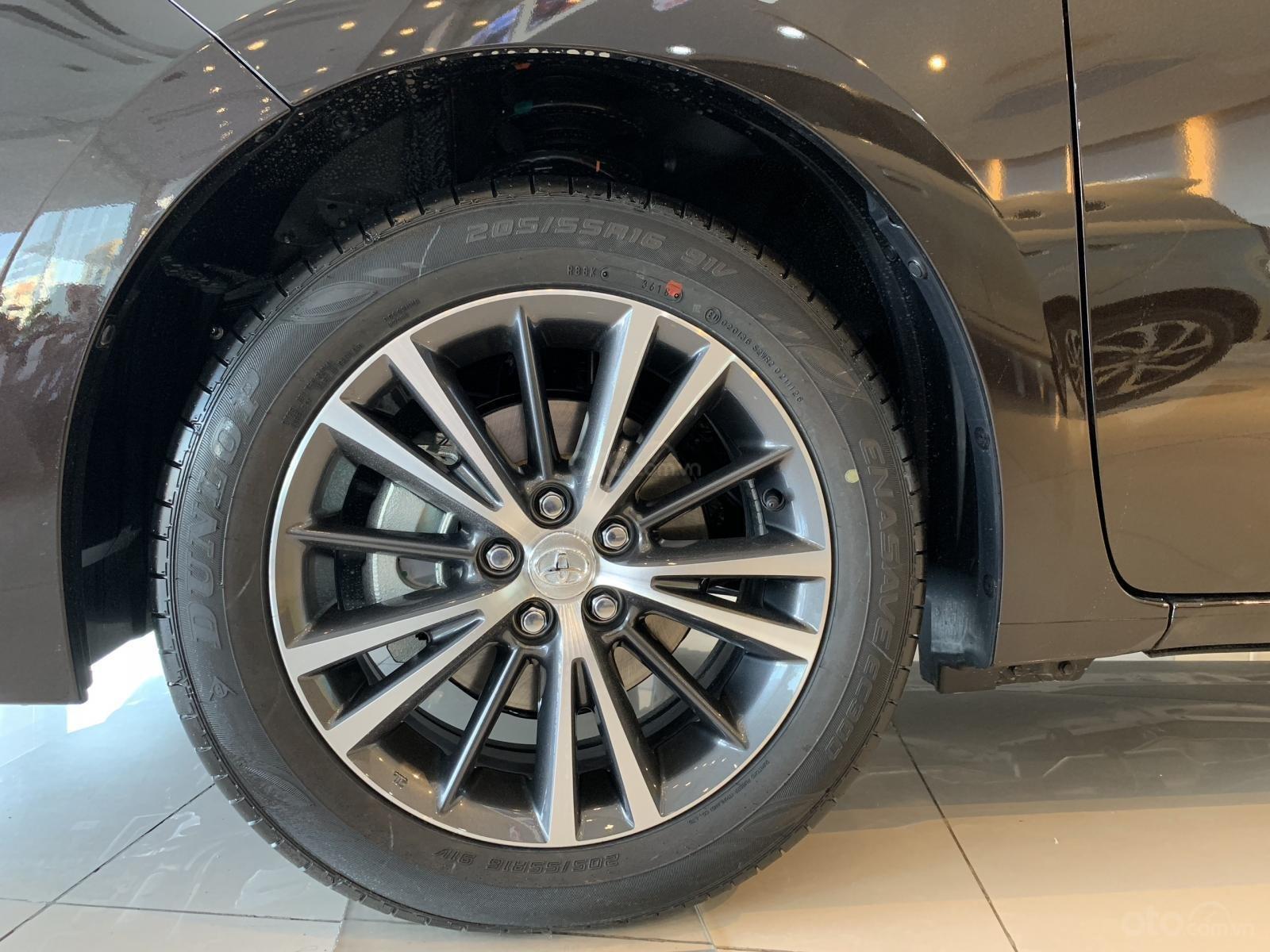 Đánh giá xe Toyota Corolla Altis 2019: Bộ mâm đa chấu 16 inch 1