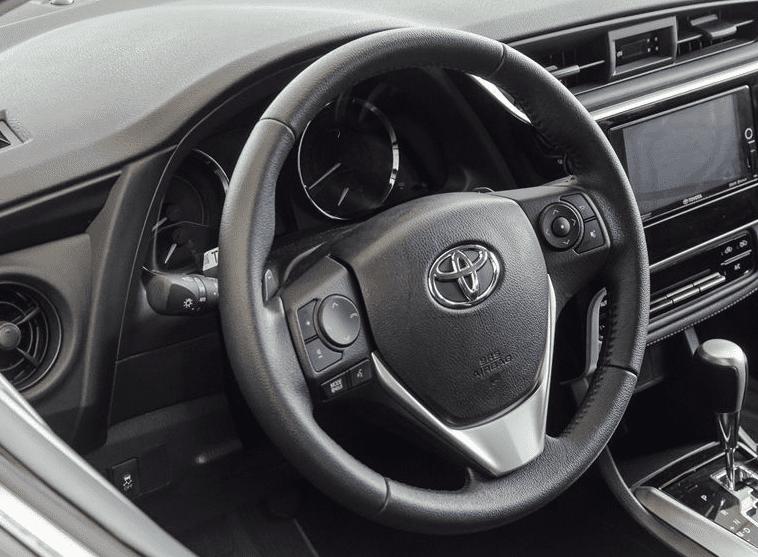 Toyota Corolla Altis 2019 sử dụng vô-lăng bọc da 3 chấu, tích hợp nhiều nút bấm điều khiển a1