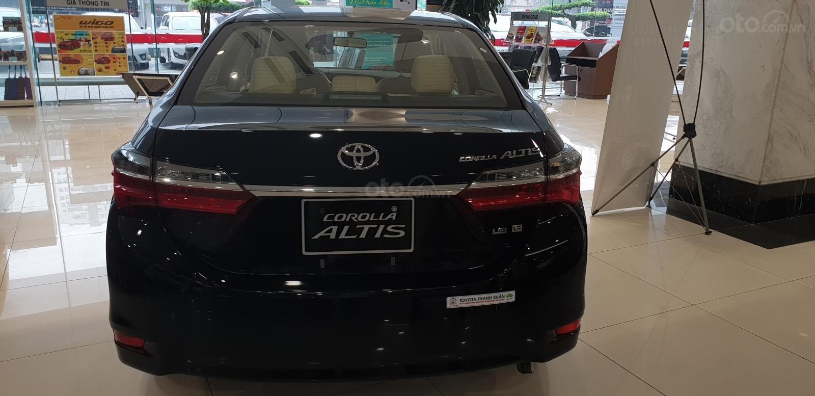 Đánh giá xe Toyota Corolla Altis 2019 1.8G CVT về thiết kế đuôi xe a1