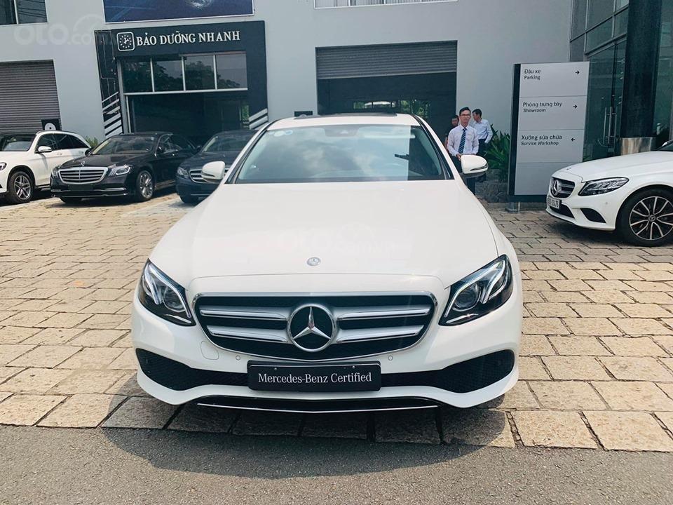 Bán xe Mercedes E250 màu trắng 2018 cũ chính hãng lướt. Trả trước 750 triệu nhận xe ngay-2
