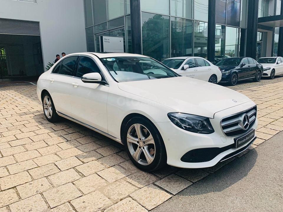 Bán xe Mercedes E250 màu trắng 2018 cũ chính hãng lướt. Trả trước 750 triệu nhận xe ngay-3