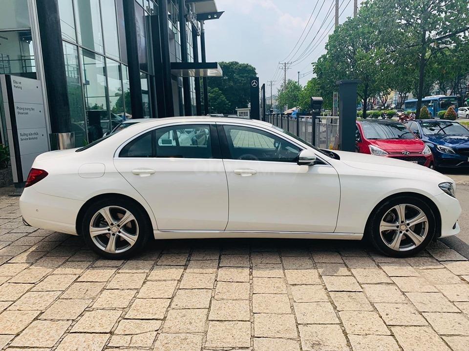 Bán xe Mercedes E250 màu trắng 2018 cũ chính hãng lướt. Trả trước 750 triệu nhận xe ngay-4