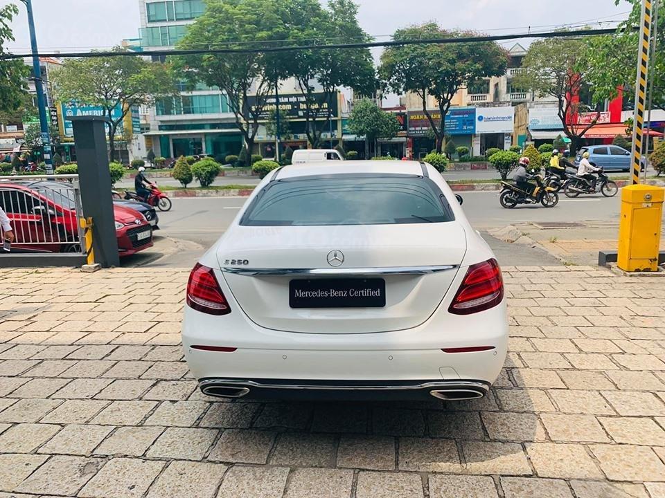 Bán xe Mercedes E250 màu trắng 2018 cũ chính hãng lướt. Trả trước 750 triệu nhận xe ngay-6