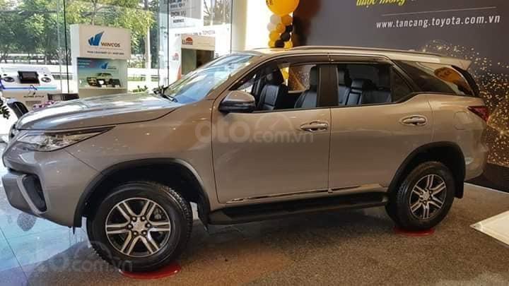 Toyota Tân Cảng bán Fortuner máy dầu số sàn 2020- Mừng Tết Canh Tý bán giá hợp lý- LH 0901923399 (8)