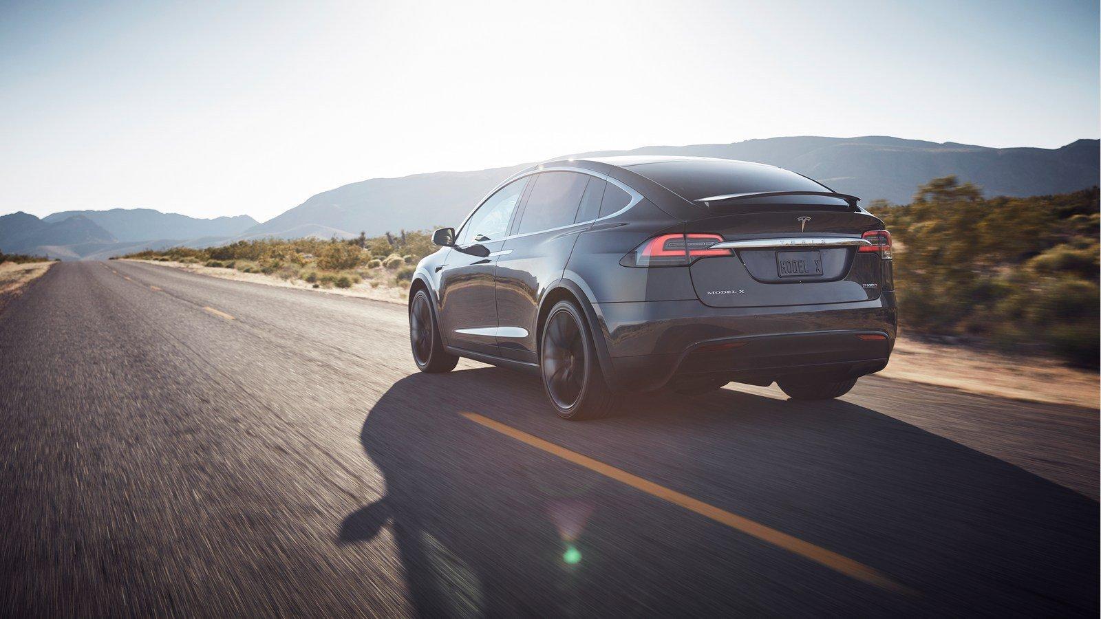 Tesla bất ngờ giảm giá Model S và Model X 7