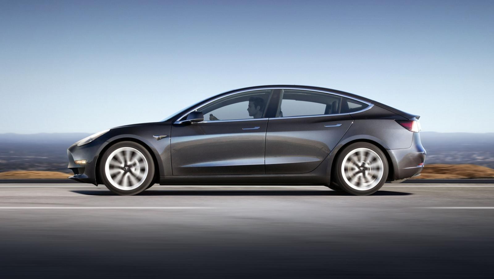 Tesla liên tiếp bị khủng hoảng.