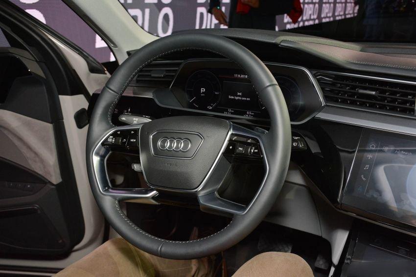 Audi E-Tron bất ngờ được trưng bày tại đại lý chính hãng ở Việt Nam a5