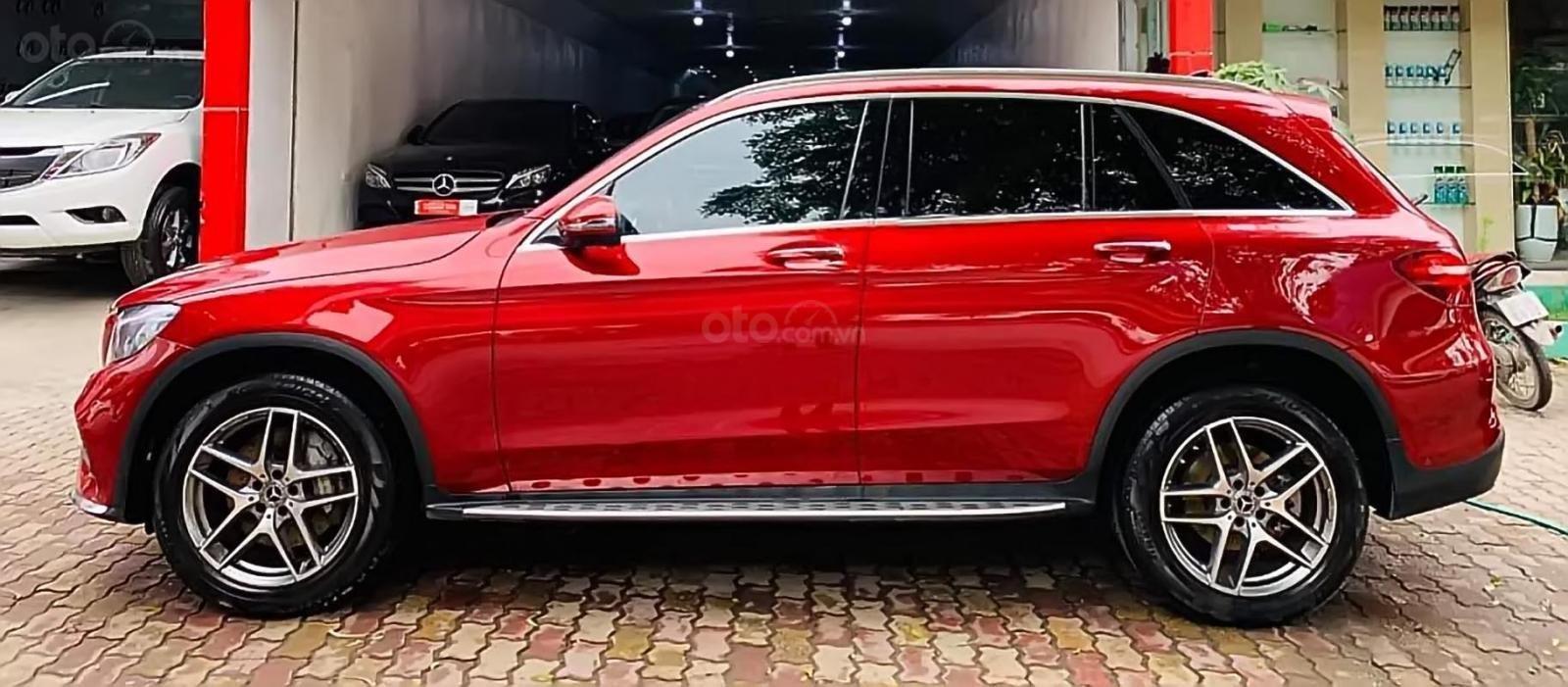 Bán Mercedes GLC 300 4Matic đời 2018, màu đỏ-1
