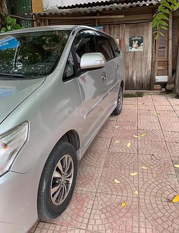 Cần bán xe Toyota Innova 2.0E đời 2015, màu bạc chính chủ-3
