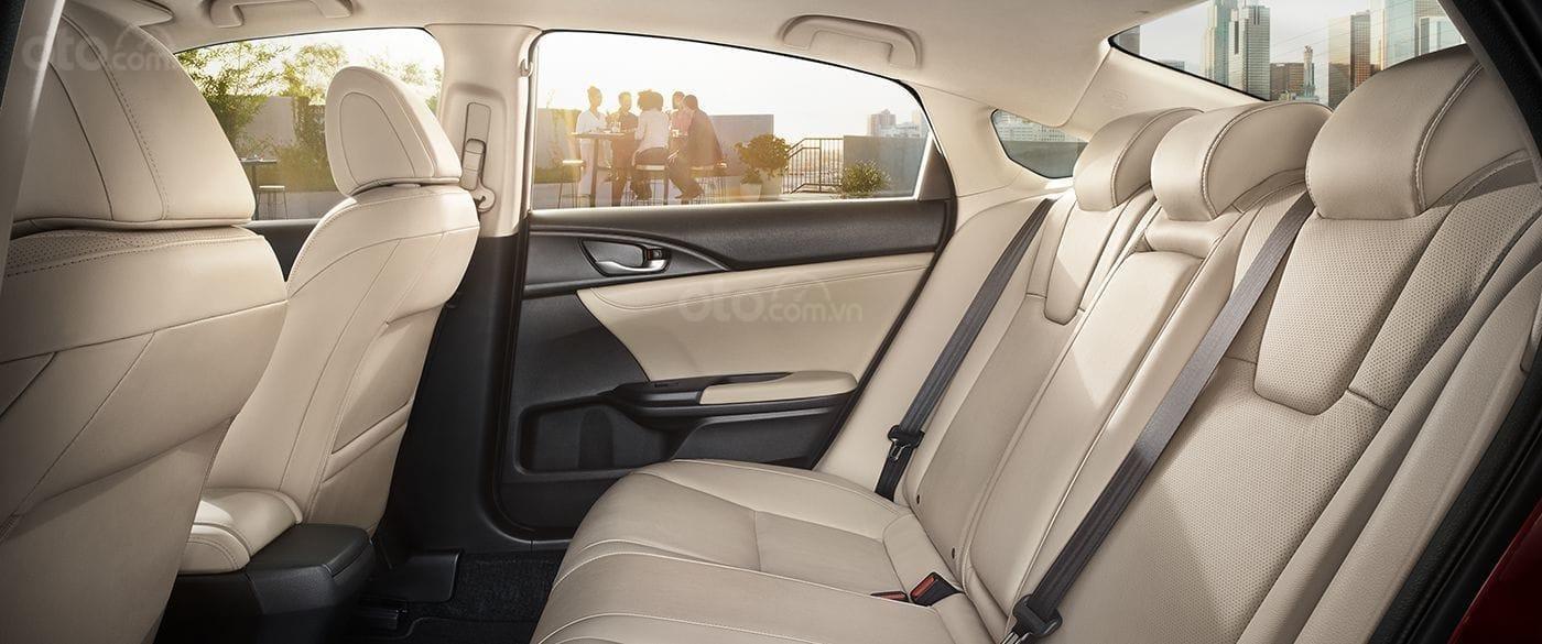 Ưu nhược điểm Honda Insight 2019: Bố trí toàn diện