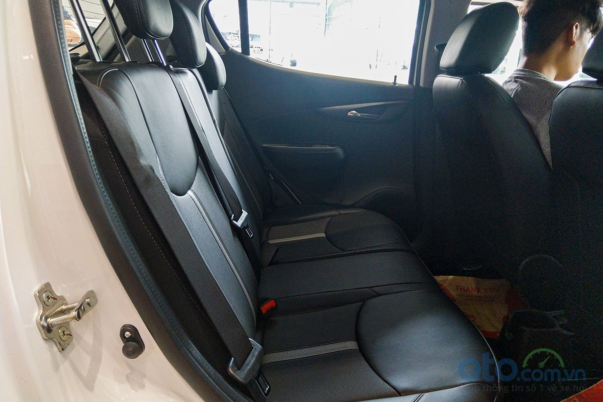 Đánh giá xe VinFast Fadil 2019: Ghế ngồi sau.