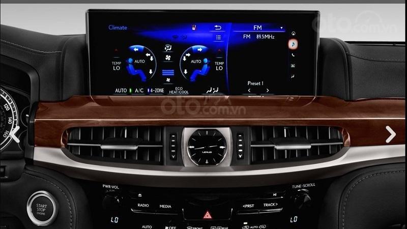 Màn hình thông tin giải trí trên Lexus LX570 2019...
