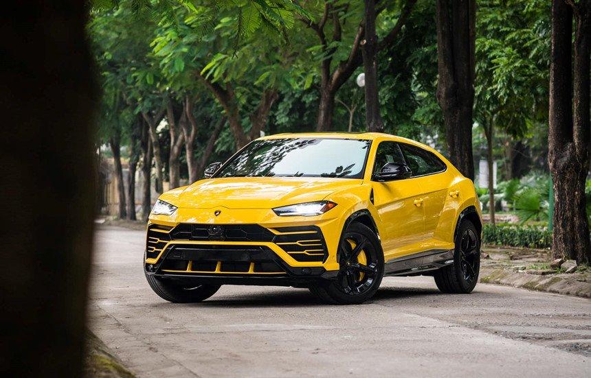 Lamborghini Urus và Rolls-Royce Cullinan của đại gia Việt về chung một nhà a2
