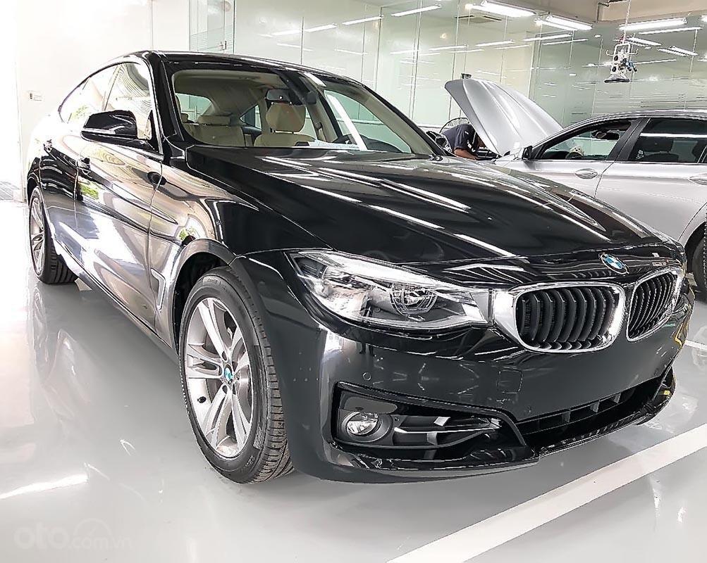 Bán BMW 320i GT 2018 - Dựa trên khung gầm 3 Series, 3 GT-4