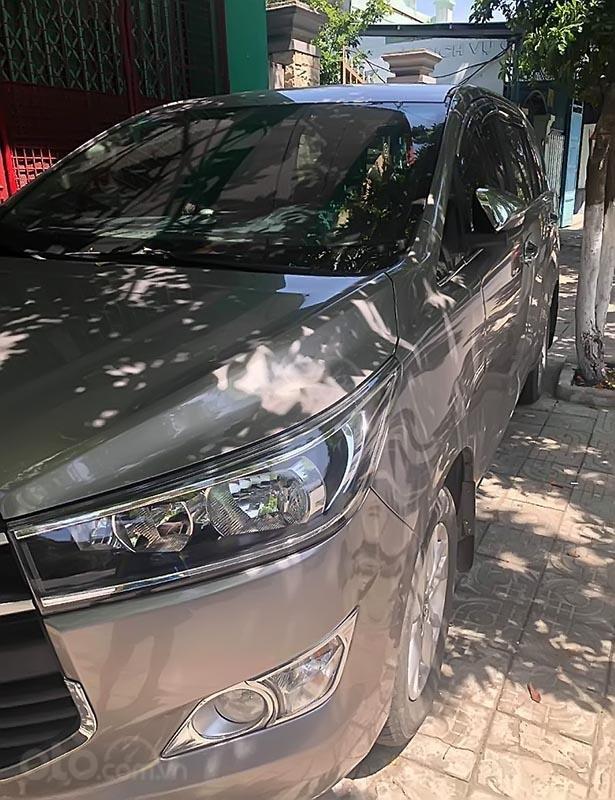 Cần bán Toyota Innova 2017, màu bạc số sàn, giá 675tr (5)