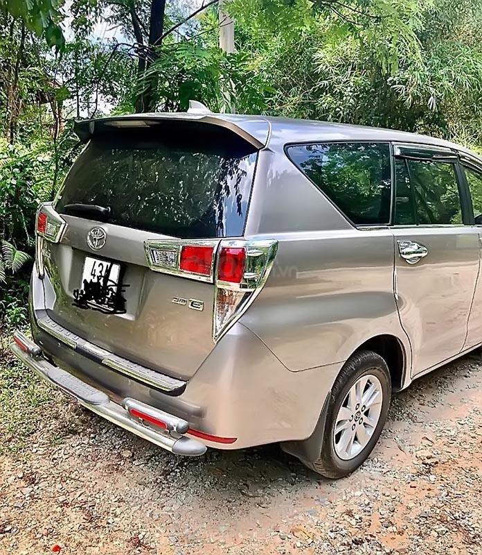 Cần bán Toyota Innova 2017, màu bạc số sàn, giá 675tr (4)