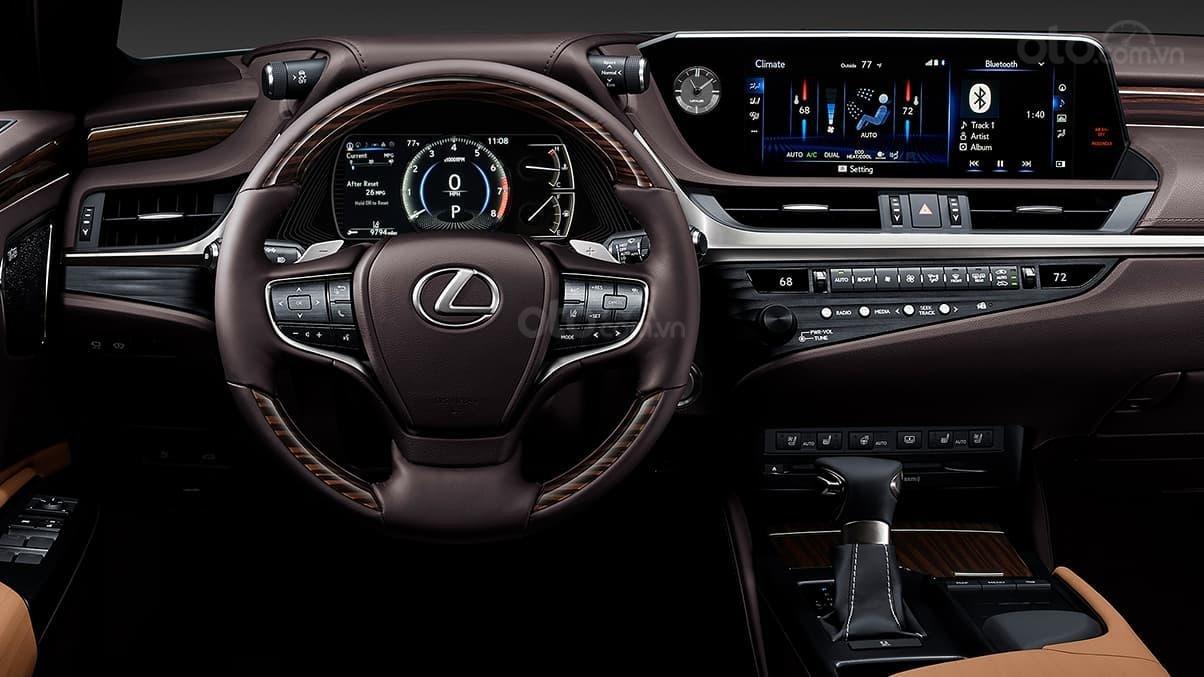 Ưu nhược điểm của mẫu Lexus ES 2019: Hiện đại nhưng gây rối