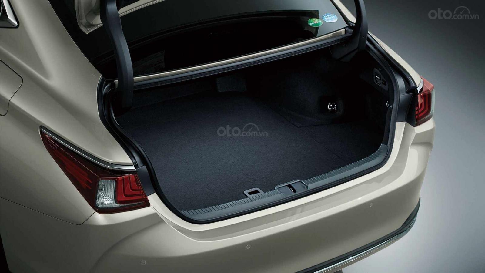 Ưu nhược điểm của mẫu Lexus ES 2019: Sang trọng nhưng hạn chế về mặc chuyên chở