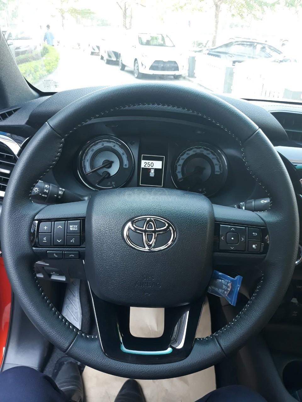 Bán Toyota Hilux tự động 2019 trả góp tại Hải Dương, hotline: 0976394666 Mr Chính (7)