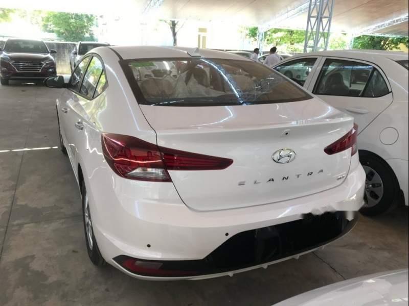 Bán ô tô Hyundai Elantra năm 2019, màu trắng, giá chỉ 580 triệu (2)