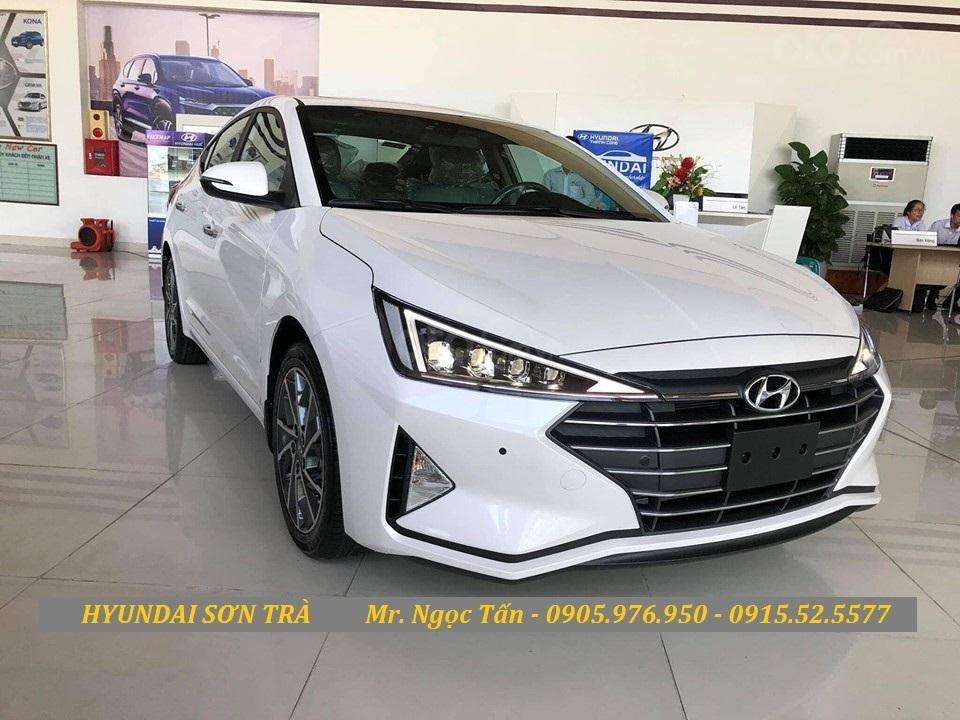 Cần bán Hyundai Elantra đời 2019, màu trắng, nhập khẩu - Hotline Đà Nẵng: 0905976950 (3)