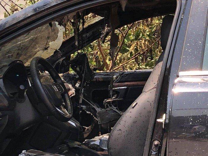 Honda CR-V cháy rụi nghiêm trọng sau khi ngọn lửa được dập tắt...