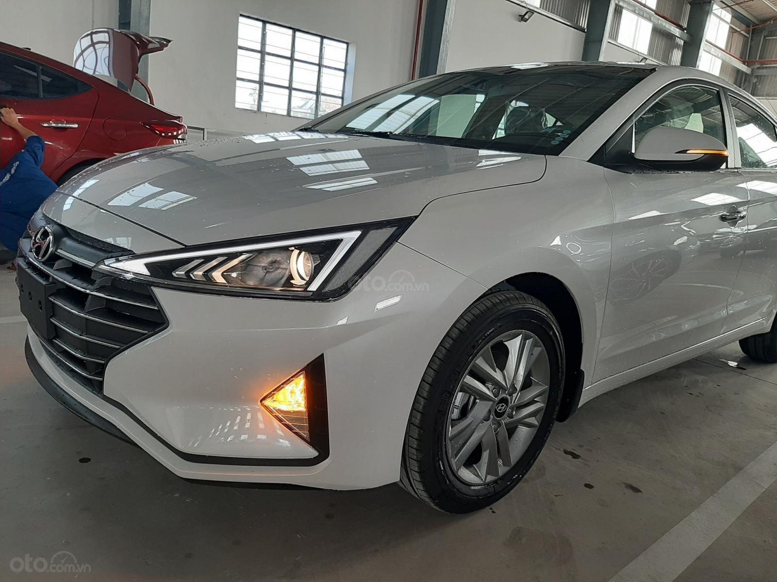 Cần bán xe Hyundai Elantra đời 2019, màu trắng, nhập khẩu-0