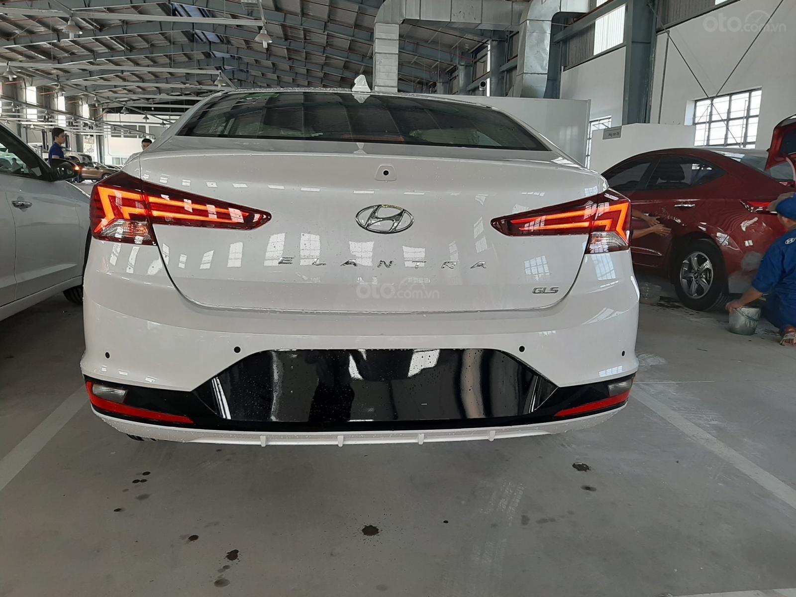 Cần bán xe Hyundai Elantra đời 2019, màu trắng, nhập khẩu-1