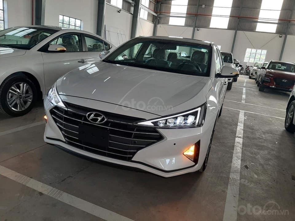 Cần bán xe Hyundai Elantra đời 2019, màu trắng, nhập khẩu-2