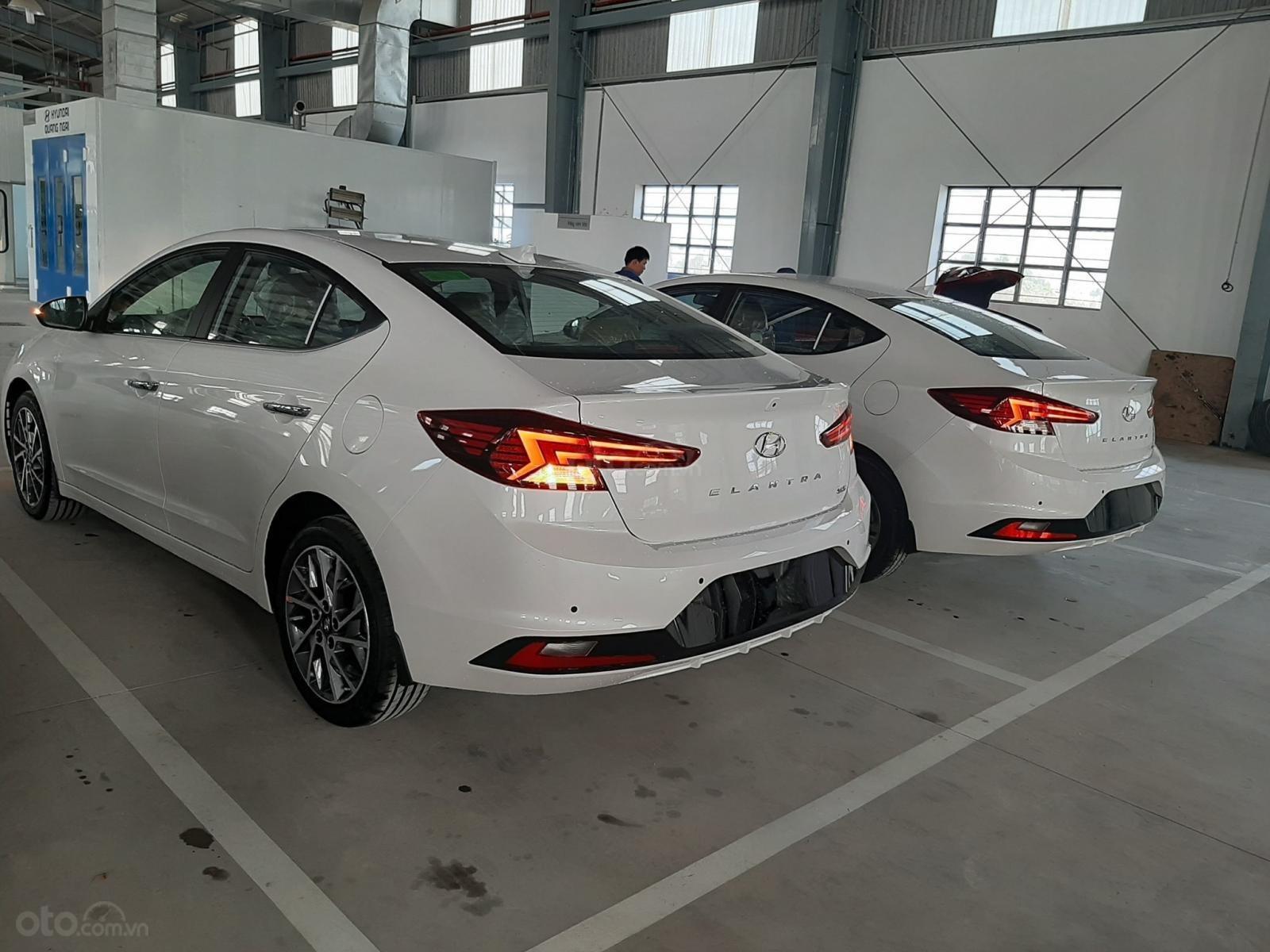 Cần bán xe Hyundai Elantra đời 2019, màu trắng, nhập khẩu-7