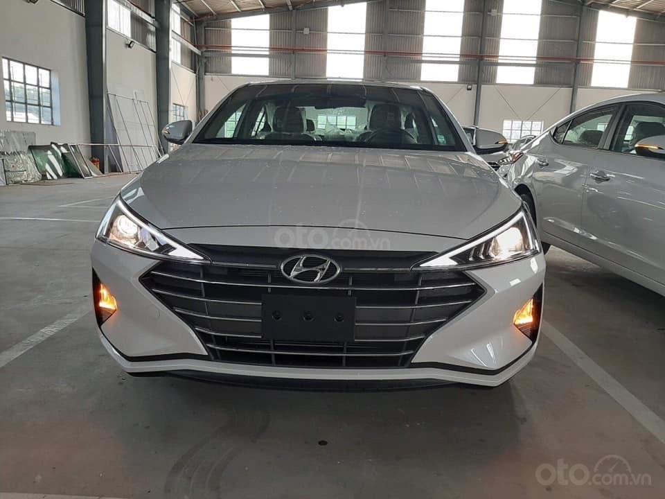 Cần bán xe Hyundai Elantra đời 2019, màu trắng, nhập khẩu-9