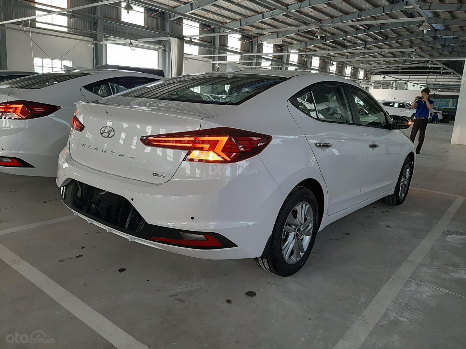Cần bán xe Hyundai Elantra đời 2019, màu trắng, nhập khẩu-13