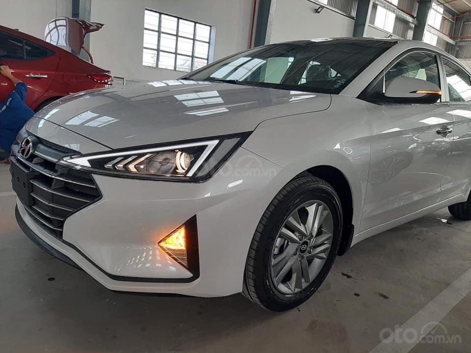 Cần bán xe Hyundai Elantra đời 2019, màu trắng, nhập khẩu-12