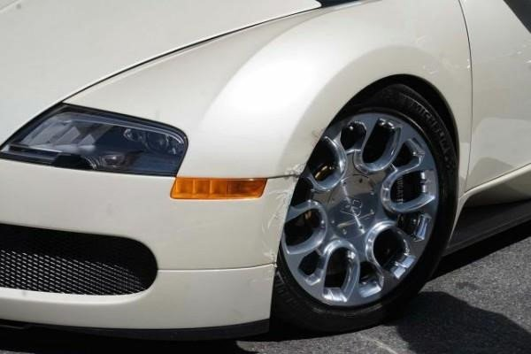 """Bugatti Veyron trị giá hơn 40 tỷ đồng gặp """"sao quả tạ"""" chỉ vài phút cùng chủ mới rời đại lý a5"""