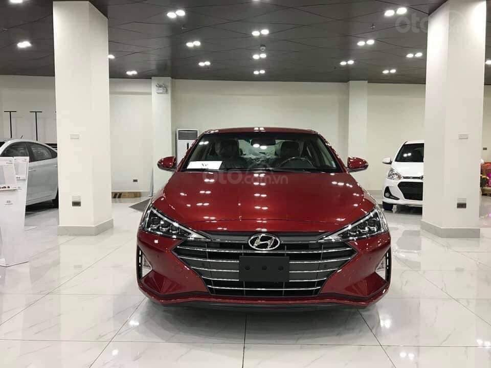 Giá Elantra 2019 phiên bản 2.0 màu đỏ, xem xe tại Hyundai Tây Đô-Cần Thơ (4)