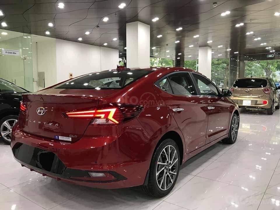 Giá Elantra 2019 phiên bản 2.0 màu đỏ, xem xe tại Hyundai Tây Đô-Cần Thơ (2)