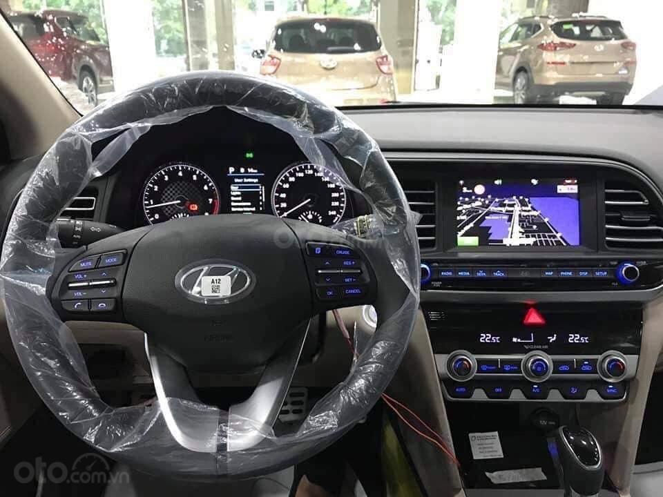 Giá Elantra 2019 phiên bản 2.0 màu đỏ, xem xe tại Hyundai Tây Đô-Cần Thơ (1)