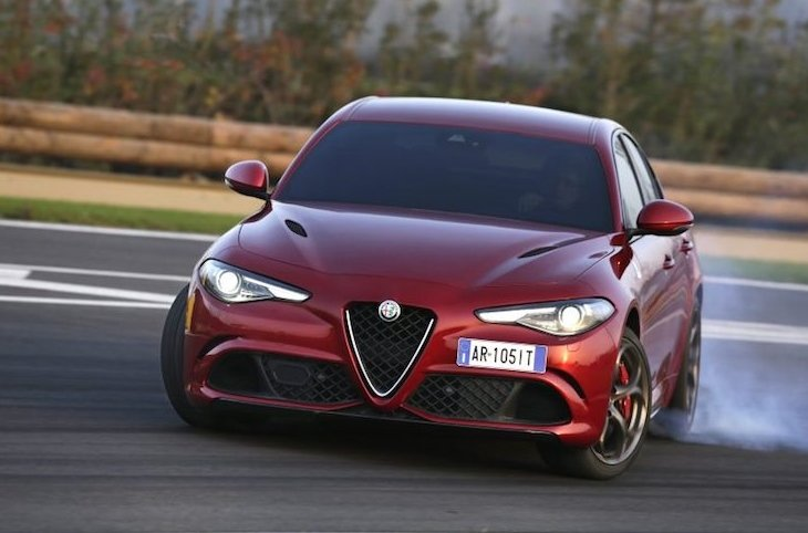10 xe hơi đẹp nhất thế giới hiện nay: Alfa Romeo Giulia Quadrifoglio 1.