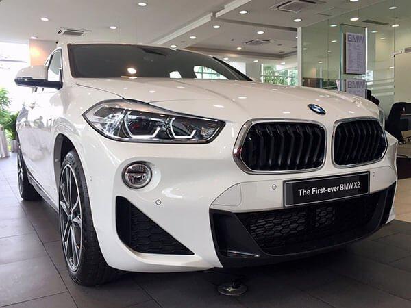 Đánh giá BMW X2 sDrive18i 2019 về thiết kế đầu xe: Hốc giá và lưới tản nhiệt.