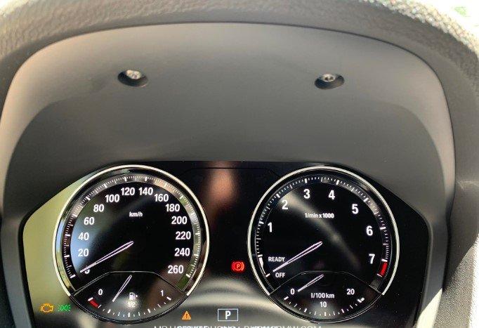 Cụm đồng hồ xe BMW X2 sDrive18i 2019.