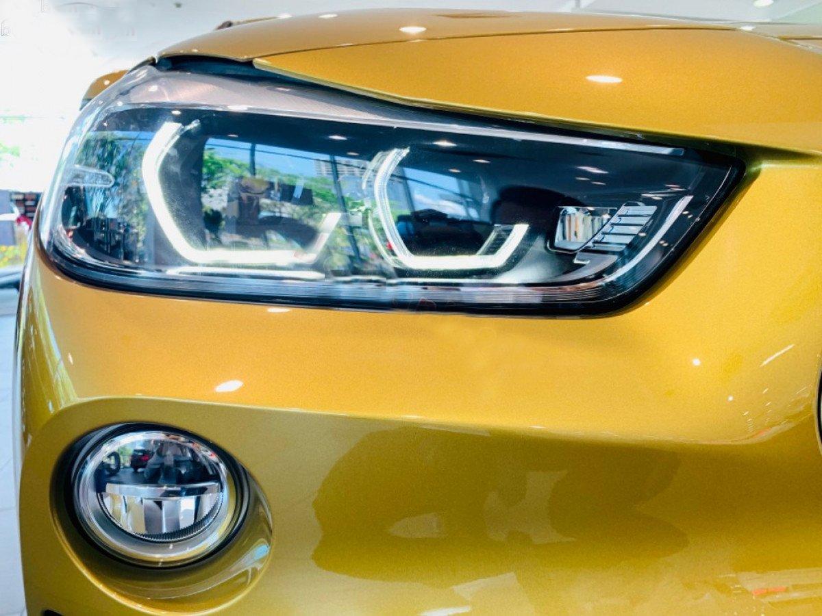 Đánh giá BMW X2 sDrive18i 2019 về thiết kế đầu xe: Đèn pha và đèn sương mù.