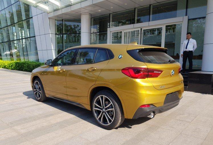 Đánh giáBMW X2 sDrive18i 2019 về thiết kế đuôi xe: Nhìn nghiêng.