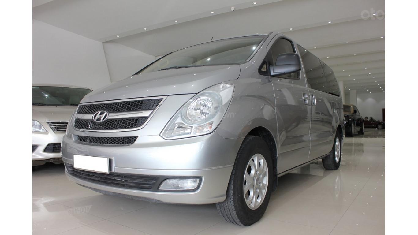 HCM: Bán Hyundai Starex 2014 9 chỗ, màu bạc, xe nhập (2)