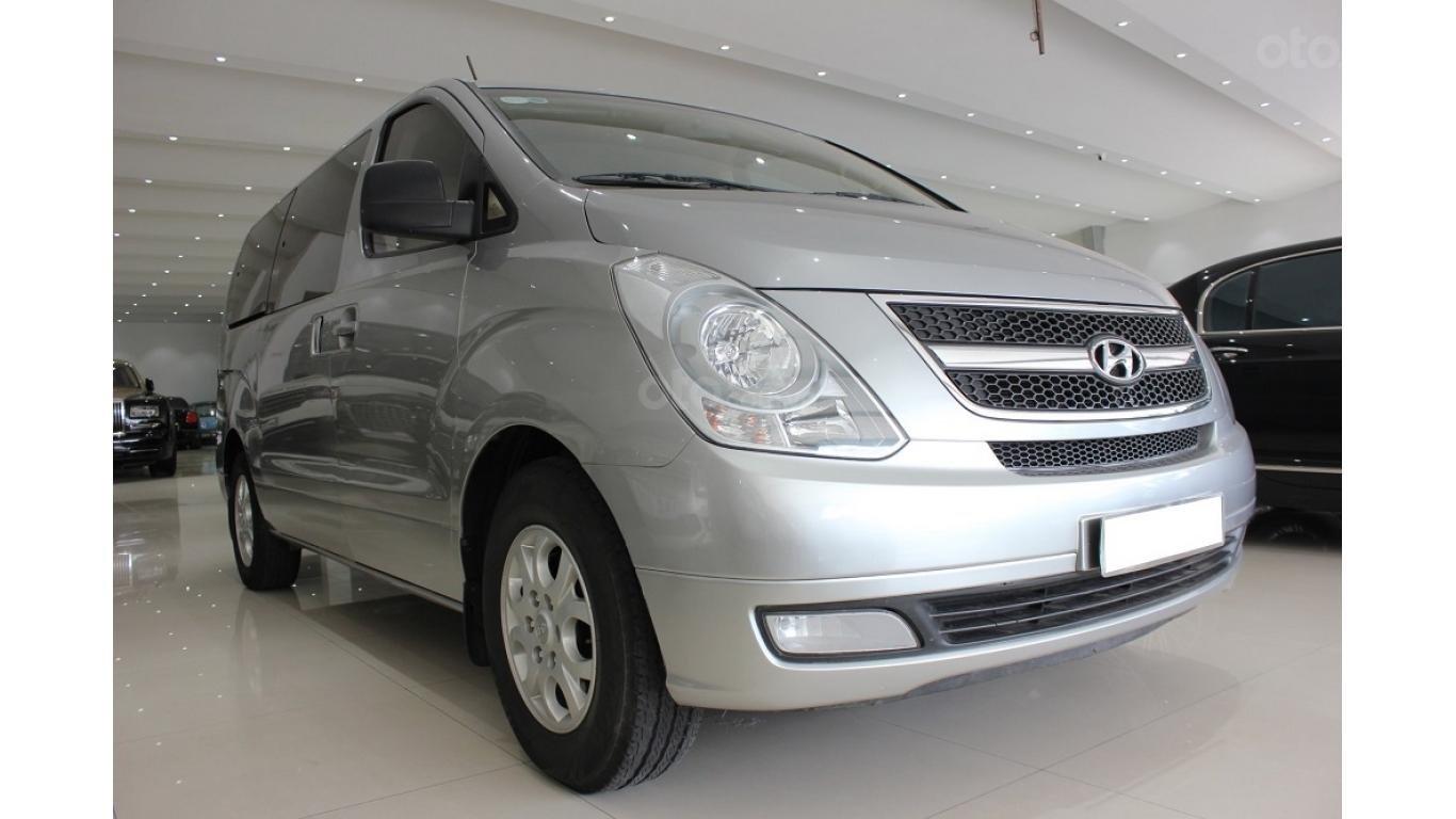 HCM: Bán Hyundai Starex 2014 9 chỗ, màu bạc, xe nhập (3)