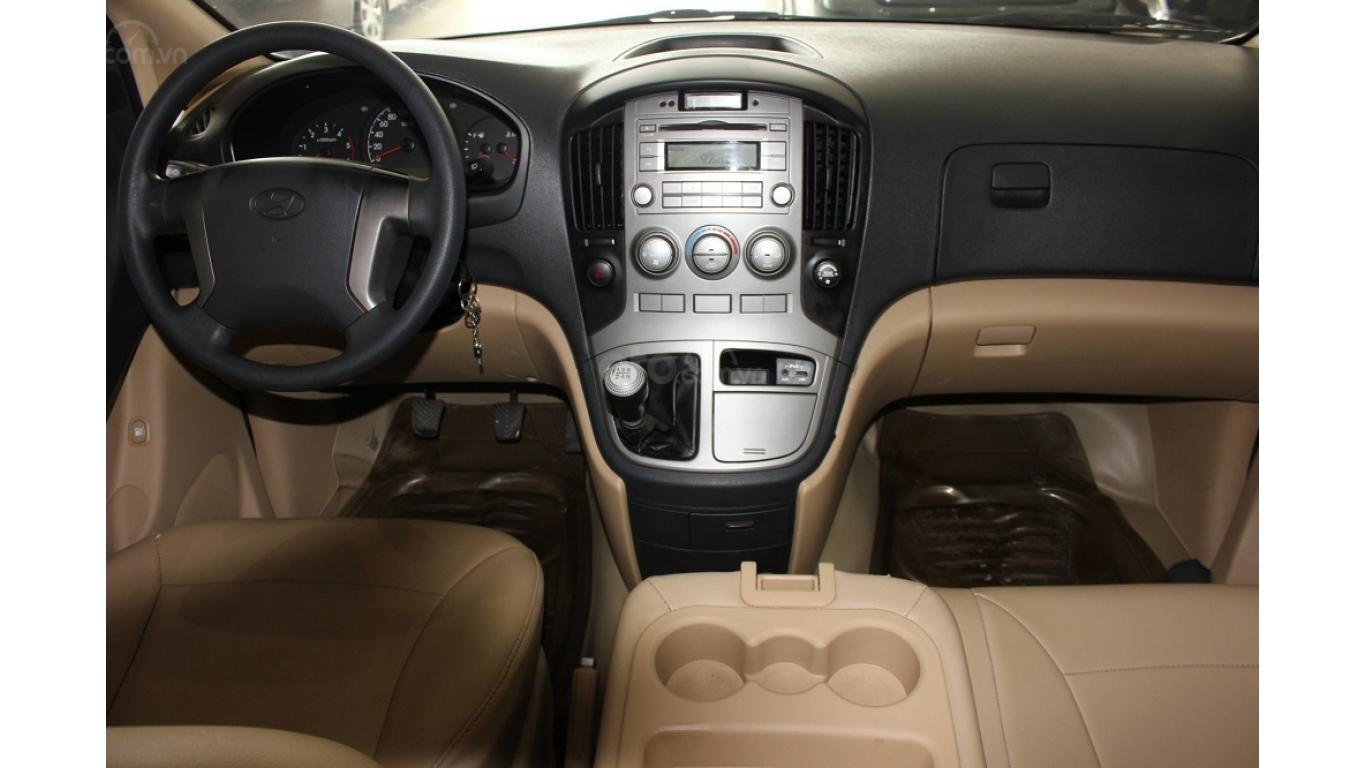 HCM: Bán Hyundai Starex 2014 9 chỗ, màu bạc, xe nhập (8)