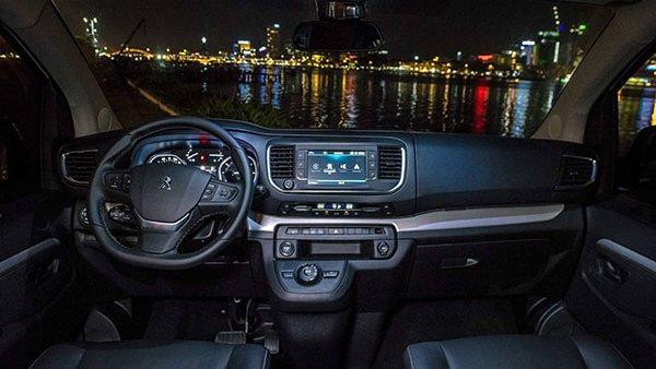 Kia Sedona 2019 khó có thể sở hữu không gian rộng rãi được như Peugeot Traveller 3